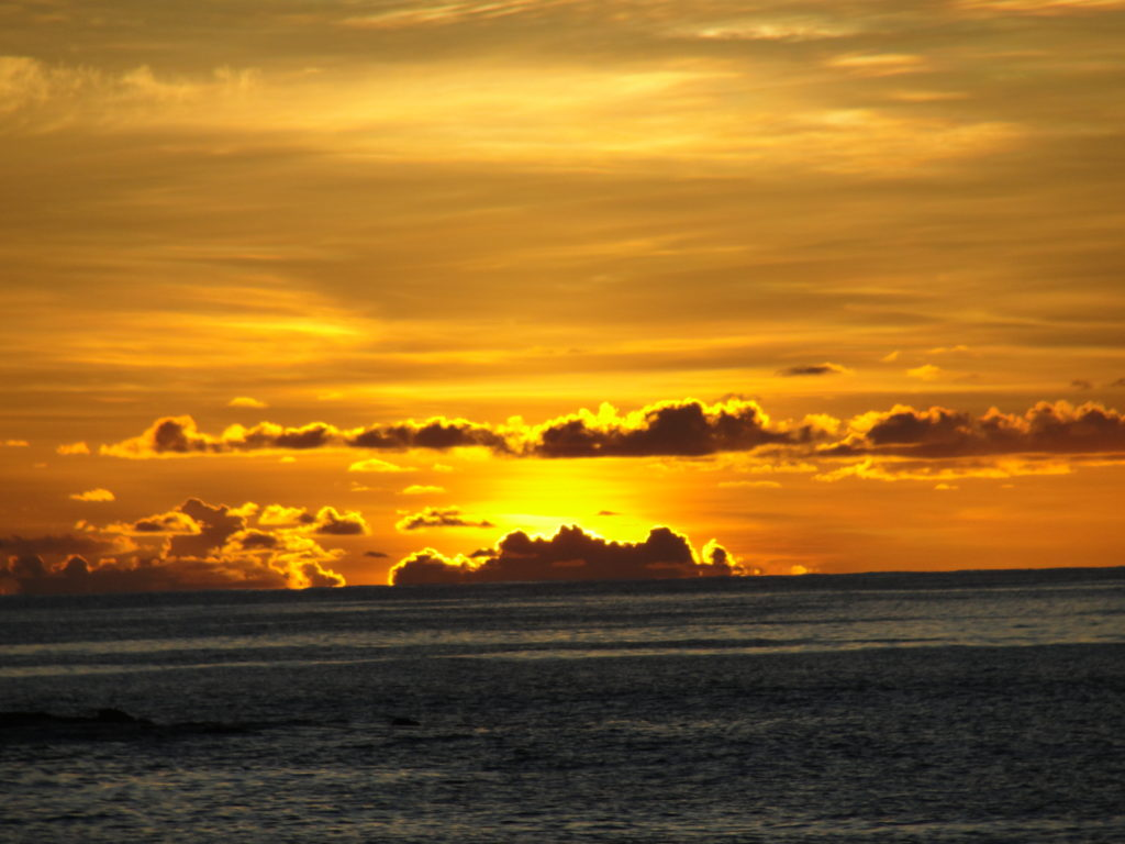 yasawaislandresort-sunset4-bestc2011caroleterwilligermeyers