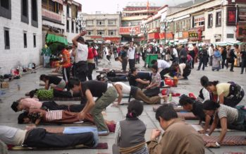 Photo Flashbacks: Prostrating Buddhists at Jokhang Temple…