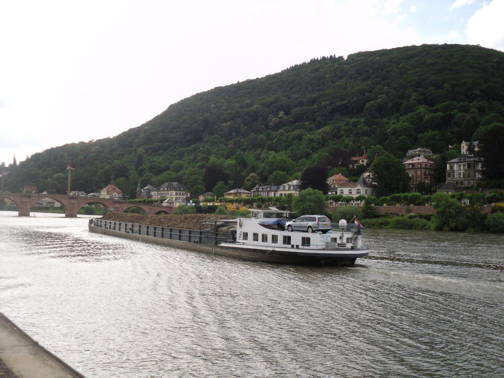 barge-on-river-nackar