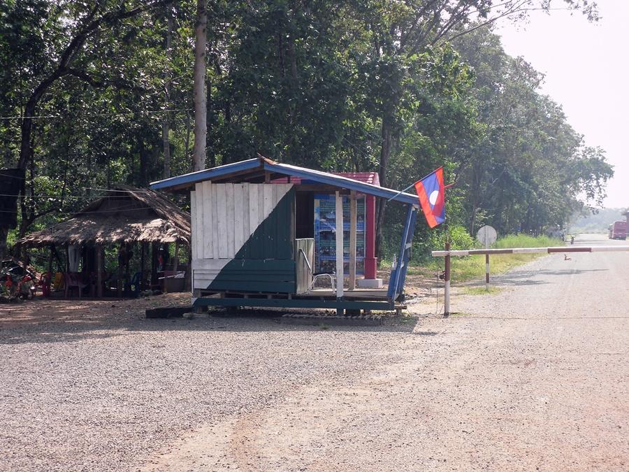 Lao Border, Dom Kralor
