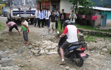 Photo Flashback: DIY Roadworks in Nepal!