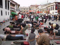 Photo Flashbacks: Prostrating Buddhists at Jokhang Temple…